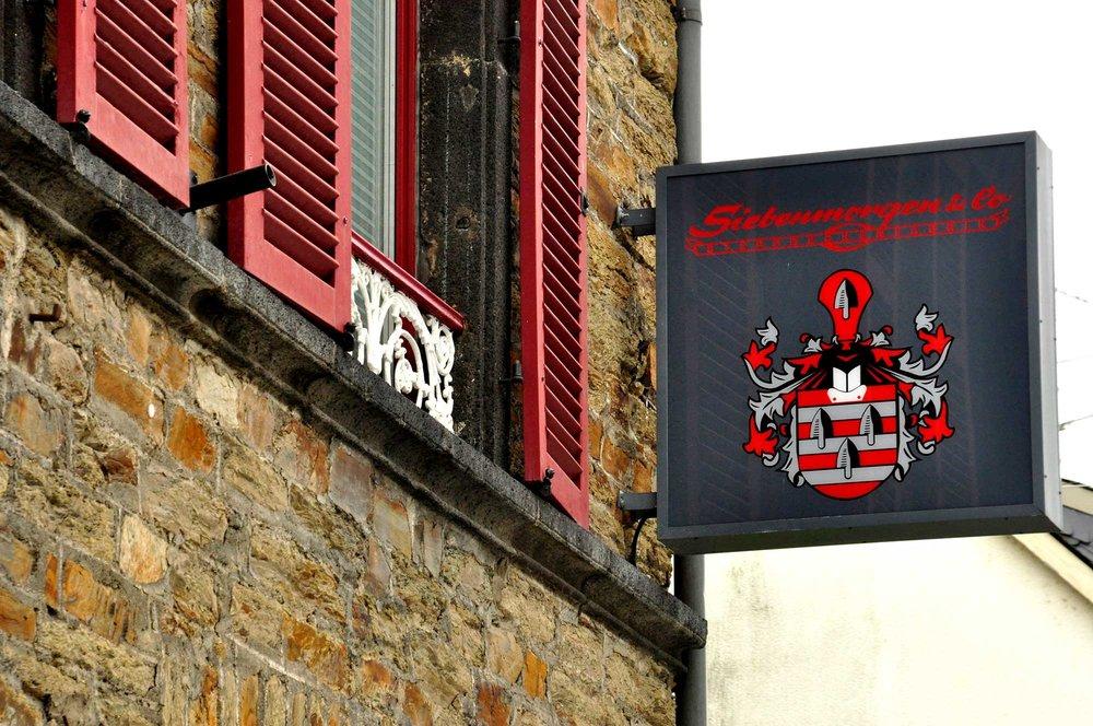 Mitten In Vallendar - am schönen Rhein, in der Nähe von Koblenz, finden Sie in unserem Fachgeschäft Innenausstattungen & Dekorationen in klassischen Formen und modernen Farben.