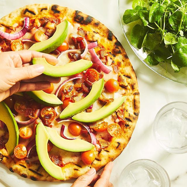 Summertime = California Avocados! ☀️🥑 Take advantage of @ca_avocados season and add the creamiest avocados to every dish, even on your pizza! All California Avocado meal kits come with a FREE avocado slicer. Tag a true avocado fan that needs this in their life! #chefdpartner (Link in bio)