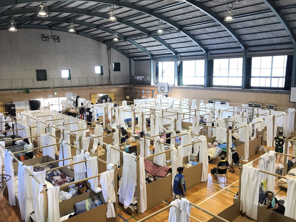 The Voluntary Architects' Network erected shelters at the Second Fukuda Elementary School in Kurashiki