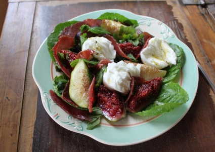 FIG, PROSCIUTTO AND BOCCONCINI SALAD  -