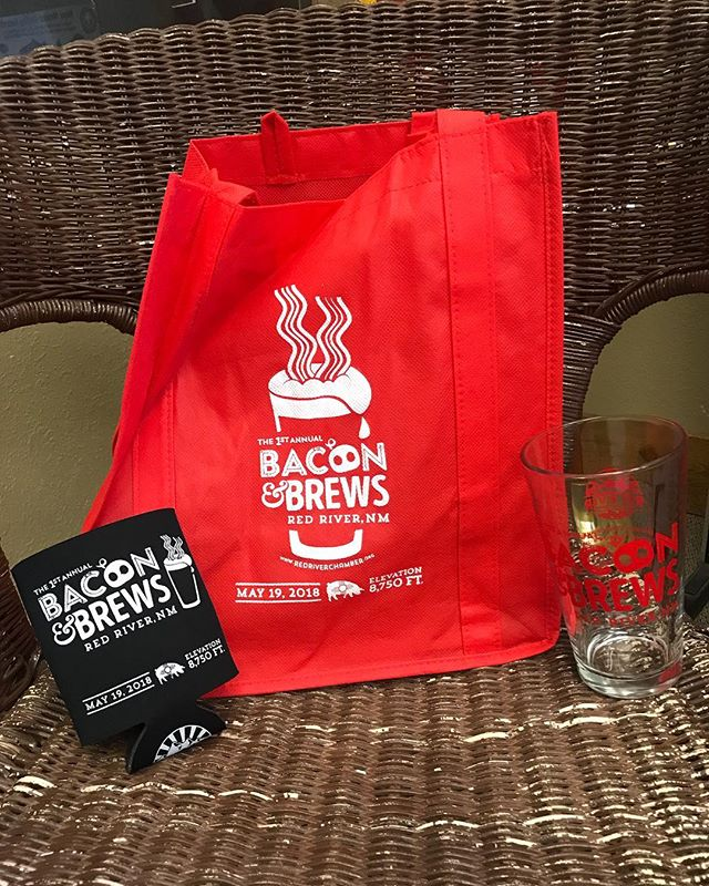 Bacon & Brews was a huge success last weekend thanks to you! If you missed it, don't worry, you can still get all of the swag we were offering Saturday in the park. Stop by the chamber office to get your 1st Annual Bacon & Brews tote bag, pint glass, and koozie for only $10!