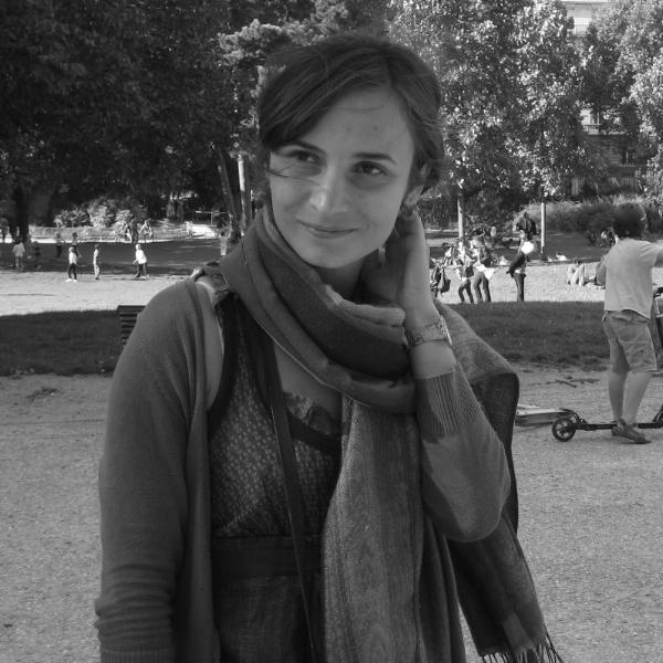 Mirela Visan - AsistentProfesoara de franceza în acte, tovaras de joaca de placere, mereu interesata de oportunitati de dezvoltare personala si profesionala, cultiva dragostea de carti a copiilor. Preda copiilor si adultilor la Institutul francez din Bucuresti, unde este si formator de profesori.