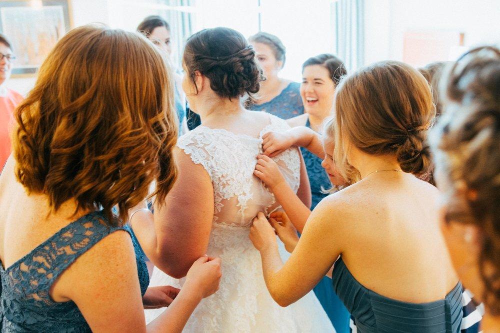 Beth Sam Getting Ready Minnesota Wedding-7.jpg