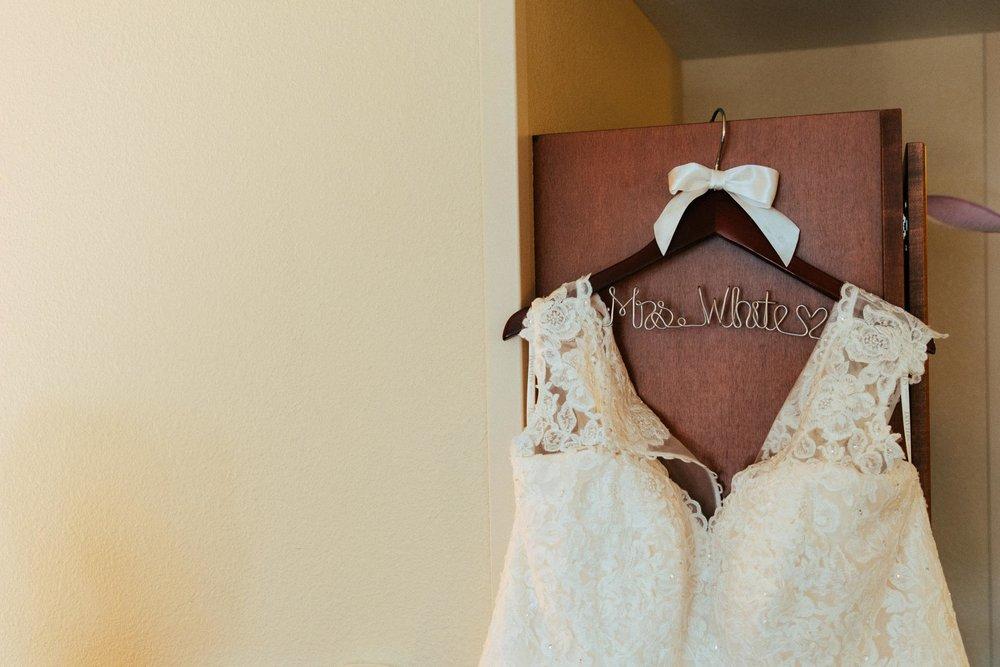 Beth Sam Getting Ready Minnesota Wedding-4.jpg