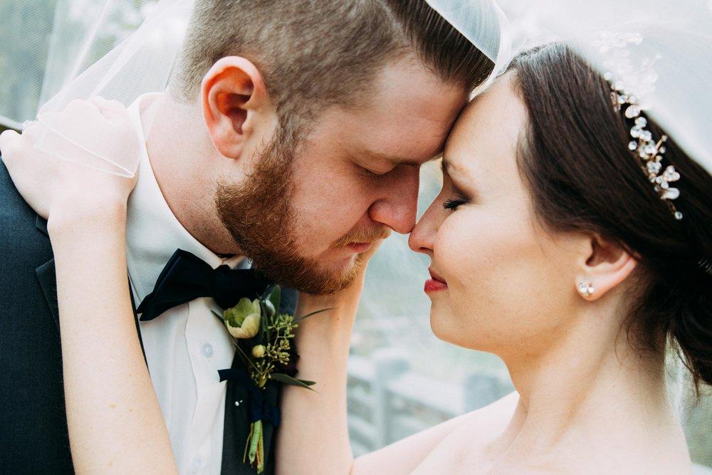 13-Sara_Tom_Bride_Groom_Portraits_Minneapolis_Wedding.jpg