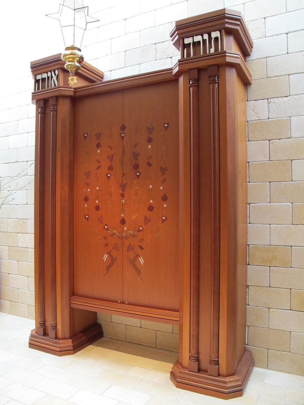 Torah Ark Aron Kodesh