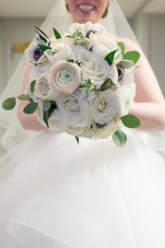 classic white wedding bouquet chicago
