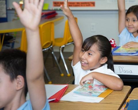 如果你想去一所 优秀的学校,请举手 !