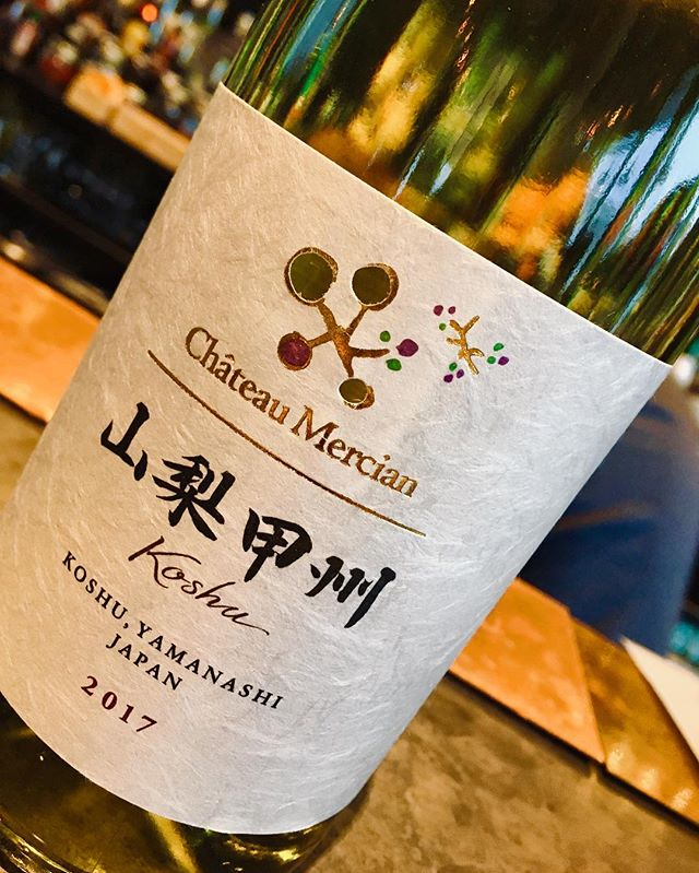 Please welcome our new comer, Château Mercian Koshu 2017! It's from Yamanashi region. The flavor begins from yuzu note on the nose to fresh pear on the tong then finishes up clear and polite. Light and crisp. Fresh and addictive. Come and try ;) #musu_niseko #châteaumercian #Koshu #Yamanashi #white #wine #japanesewine #fresh #light #crisp #clear #polite #yuzu #pear #fruity #niseko #frenchbistro #frenchbar #instawine
