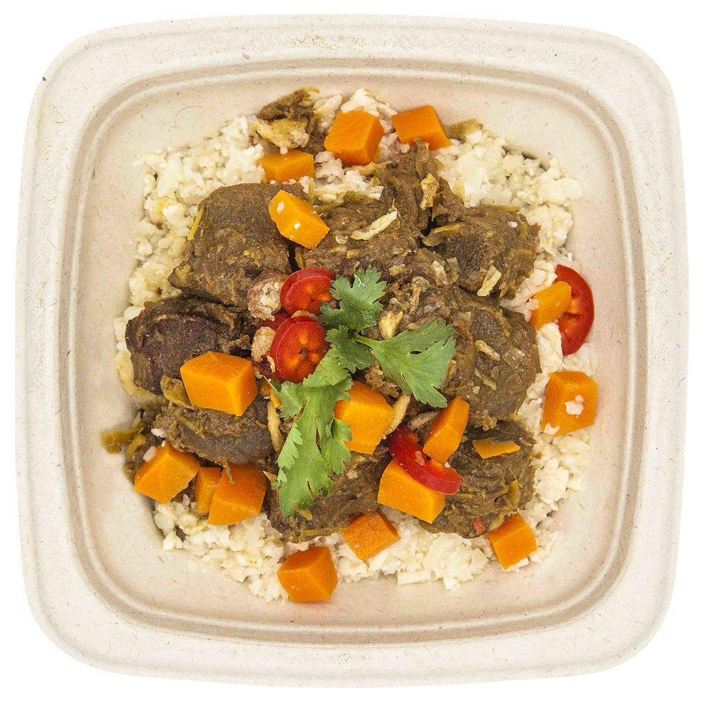 BEEF RENDANG 341 KCAL PER SERVINGINGREDIENTS: beef (beef rump, coconut milk, onion, palm sugar, red chili, ginger, garlic, lemongrass, coriander seed powder, cumin seed powder, turmeric, salt and pepper), cauliflower, carrot and shallot -