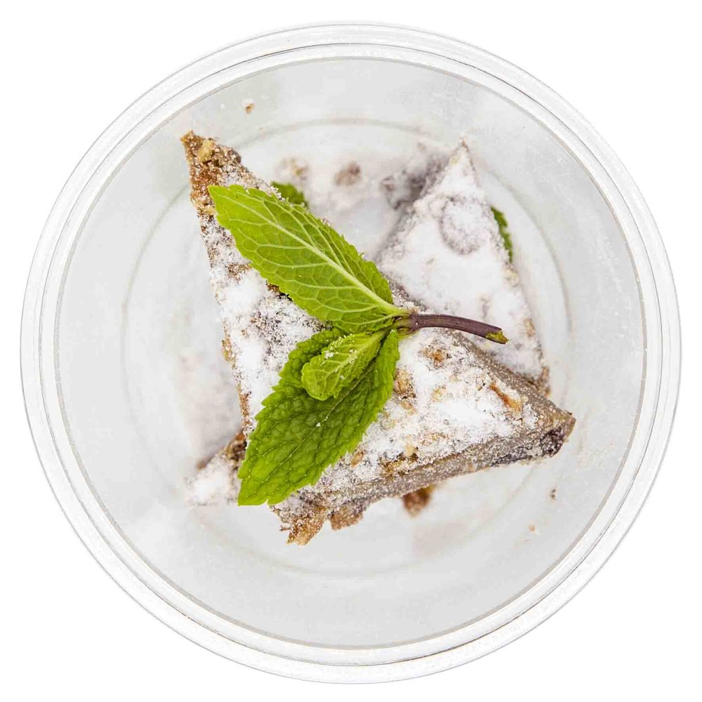 BANANA BROWNIE194 KCAL PER SERVINGINGREDIENTS: banana, flour, milk chocolate chips, eggs, water, milk, butter, cocoa powder, vanilla extract, salt  -