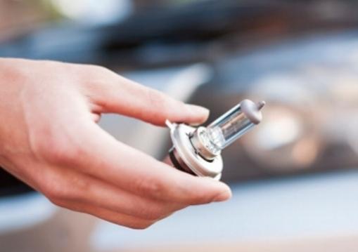 Réglage phares - Une ampoule cassée? Un passage au contrôle technique ou une simple vérification?Notre équipe prendra en charge le réglage de vos phares ainsi que le remplacement des ampoules endommagées.