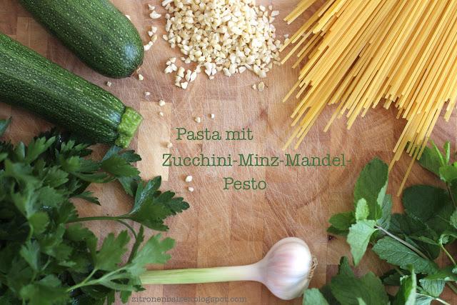 Rezept für Pasta mit Zucchini-Minz-Mandel-Pesto / THE.WAITRESS. Blog