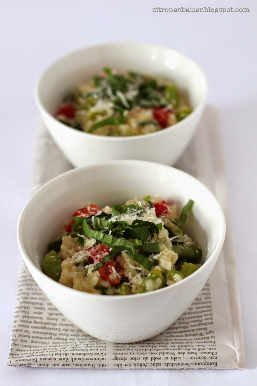 Rezept für ein Spargel-Bärlauch-Risotto mit Kirschtomaten und Parmesan / THE.WAITRESS. Foodblog