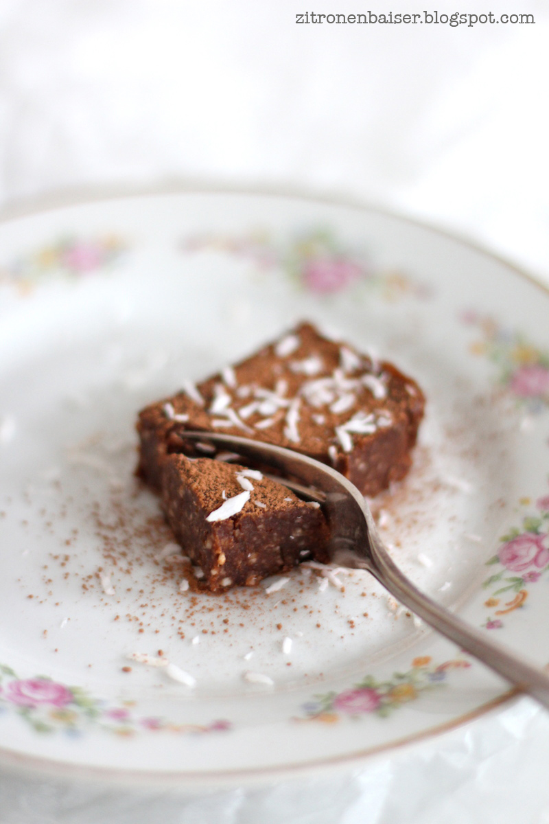 Rezept raw chocolate brownies / THE.WAITRESS. Blog