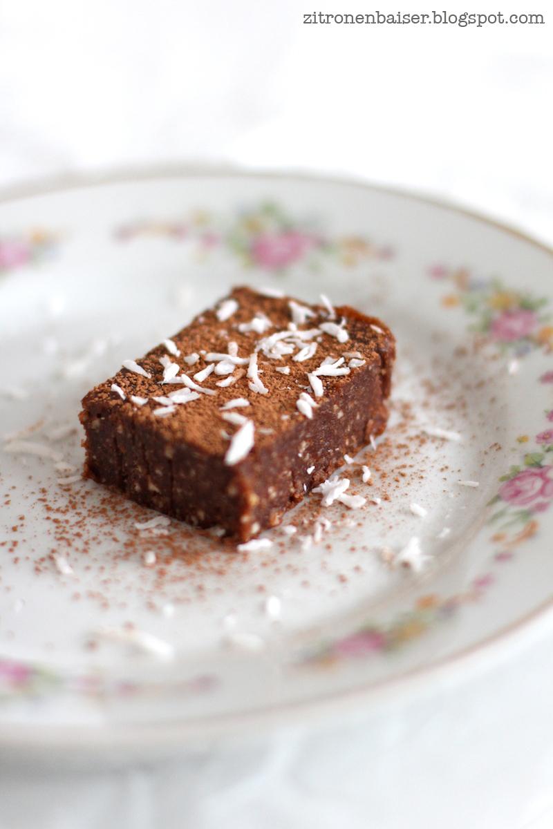 rezept-roher-veganer-schokoladenbrownie-zitronenbaiser-blog.jpg