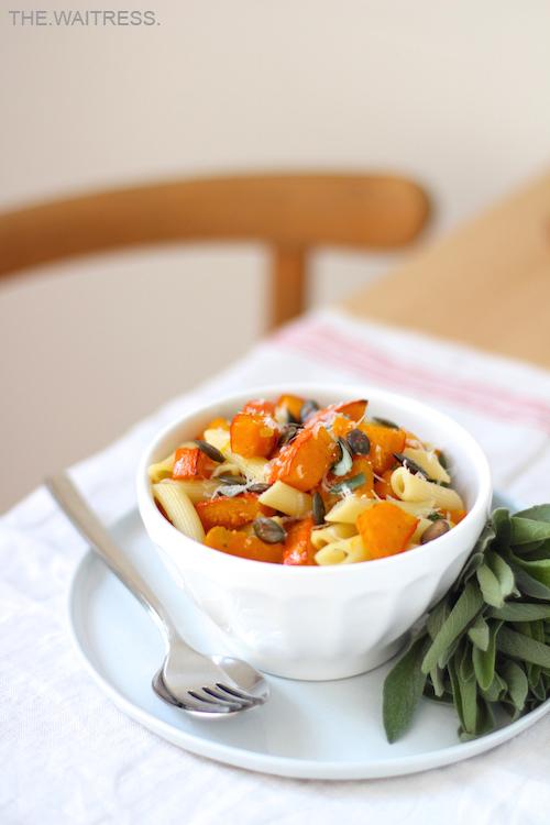 Rezept für leckere Pasta mit ofengeröstetem Kürbis und Salbei - The.Waitress. Foodblog