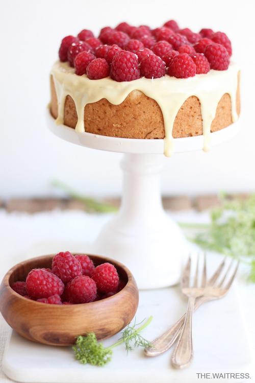 Rezept für Kokos-Kuchen mit weißer Schokolade und Himbeeren / THE.WAITRESS. Blog