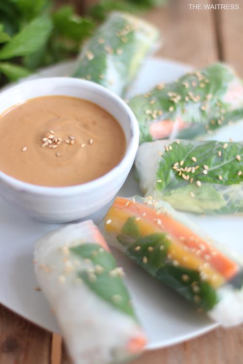 Rezept für vegane Sommerrollen mit Erdnussdip / Theresa Kellner