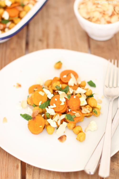 Rezept Kichererbsensalat mit Möhre, Feta und Minze / THE.WAITRESS. Blog