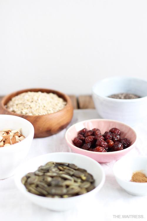 Rezept veganes winterliches Powerporridge mit Nüssen und Cranberries / THE.WAITRESS. Blog
