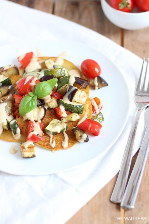 Rezept für Socca mit Gemüse und Cashew-Sourcream / THE.WAITRESS.