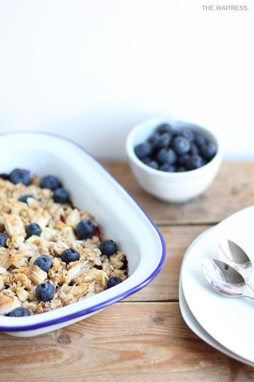 Rezept Blaubeer-Crumble mit weißer Schokolade / THE.WAITRESS. Blog