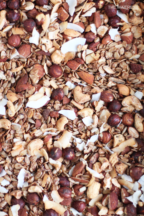 Homemade Granola - selbstgemachtes Knuspermüsli / THE.WAITRESS.