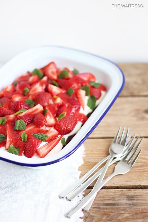 Browniekuchen mit Erdbeeren und Mascarpone / THE.WAITRESS.