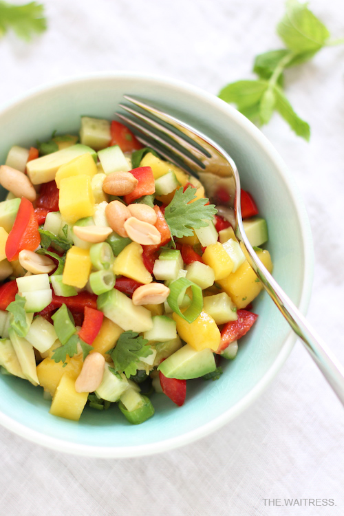 Der perfekte Sommersalat: Avocado-Mango-Salat / THE.WAITRESS.