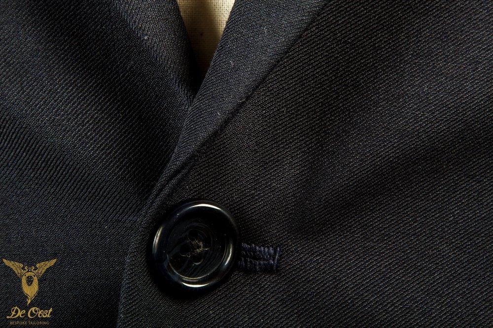 1-knoops+modern+pak+blauw+shawl+kraag+paspelzakken+schuin+met+vest+gilet++(38).jpg