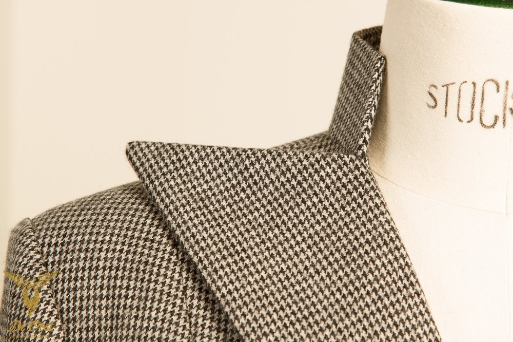 BESPOKE+DOUBLE+BREASTED+HOUNDSTOOTH+LADIES+JACKET+WITH+NOTCH+LAPELS+AND+BUTTONLESS+CUFFS..jpg