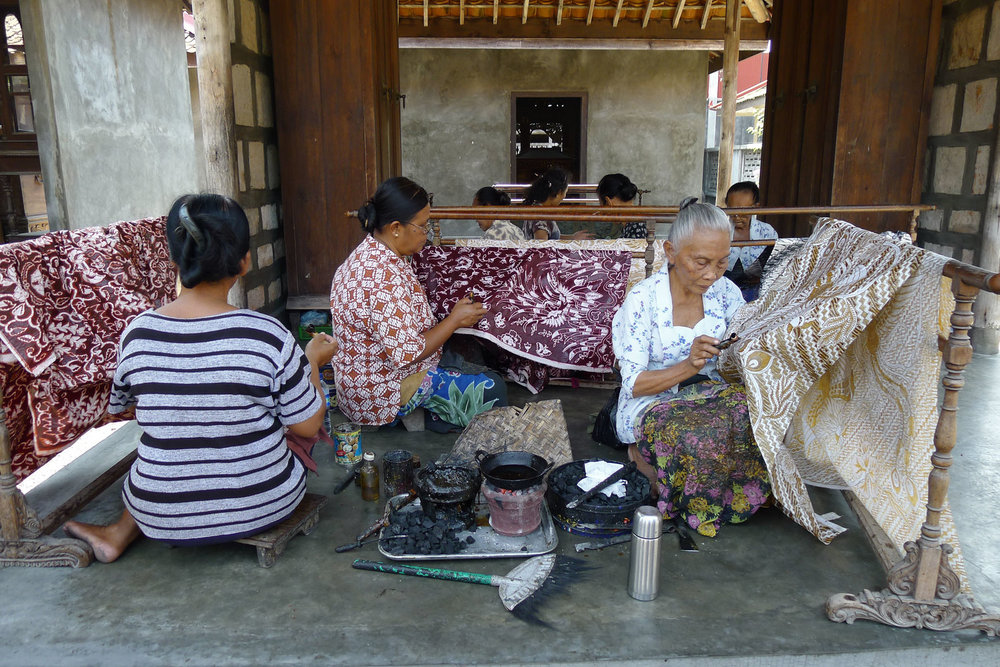 Women_Making_Batik_Ketelan.jpg