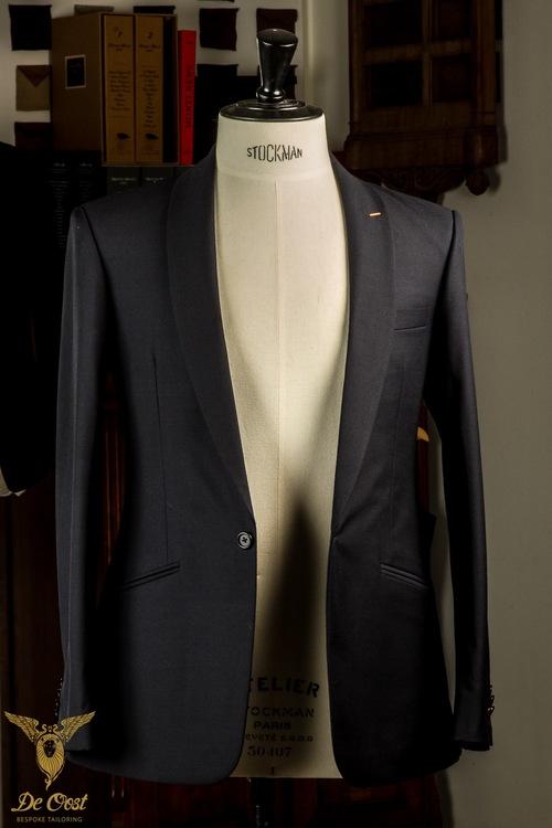 1-knoops+modern+pak+blauw+shawl+kraag+paspelzakken+schuin+met+vest+gilet++(44).jpg