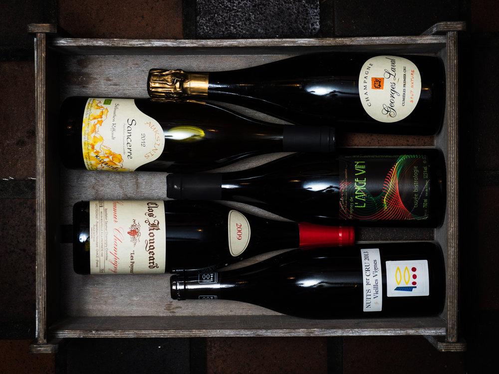 Våra favoriter ur vinlistan - Vi funderar lite, det finns ju så mycket josigt och mumsigt att välja på.