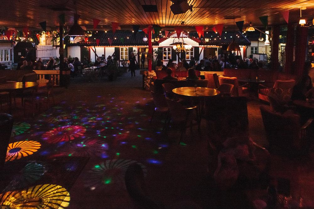 PÅ GÅNG PÅ HATTEN - På Far i Hatten är det ständigt något på gång! Många kvällar är det konserter, DJ's och andra kulturevenemang. Vi har även pingisbord och fotbollspel.