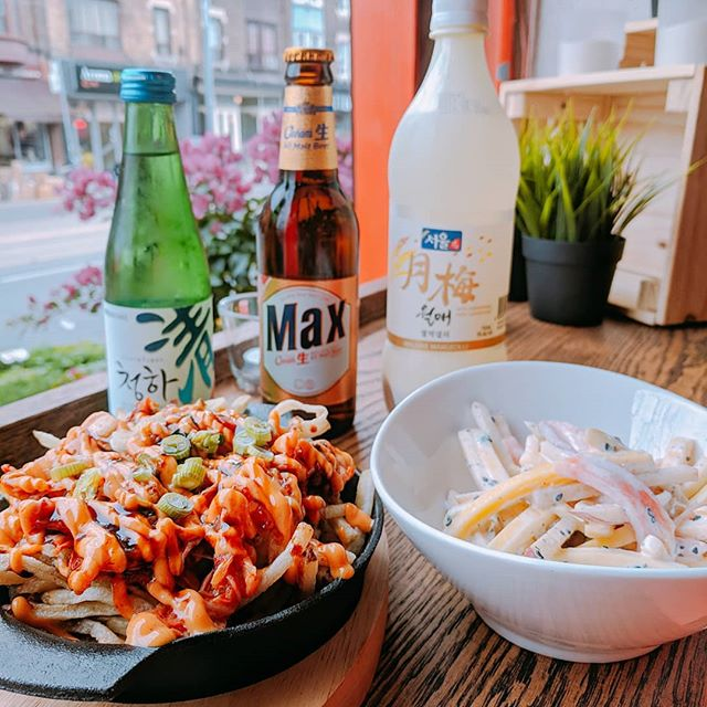 Finally!! We have beautiful spring!! Nice warm breeze and sunlight! Then, we need cold drinks and cool snacks!! We got Korean drinks, kimchi fried and papaya mango salad!! Come and enjoy the weather and our food!! #bibimbap #collegest #littleitaly #koreandrink #snacks #foodto # bibimbap
