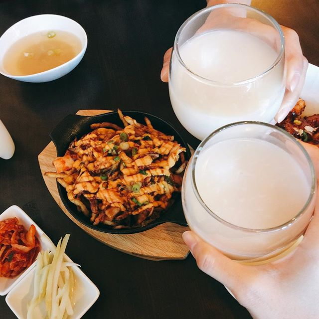 Koreans crave Makgeolli (this milky Korean rice liquor) on a rainy day. Come drink it with our popular vegan Kimchi fries 🌱 😋 Makgeolli is only available at the College location #makgeolli #kimchifries #rainyday #koreanfood #koreandrink #toeats #tofood #tofoodie #torontorestaurants #torontofoodie #the6ix #yummy #delicious #vegan #plantbased #foodlover #instafood