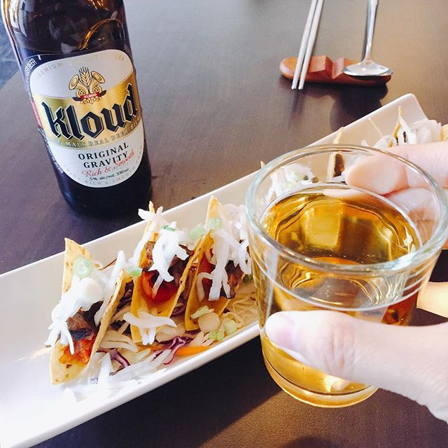 Cheers to May Long! Enjoy lots of good food and drinks! 😘😄🌮🍺 #koreantacos #kloud #maylong #longweekend #koreanbeer #koreanfood #torontofood #tofood #toeats #yyzeats #torontoeats #blogto #foodlove #foodlover #foodblog #feedfeed #torontofoodie #tofoodie #foodblogger #tastetoronto #foodstagram #instagood #instafood