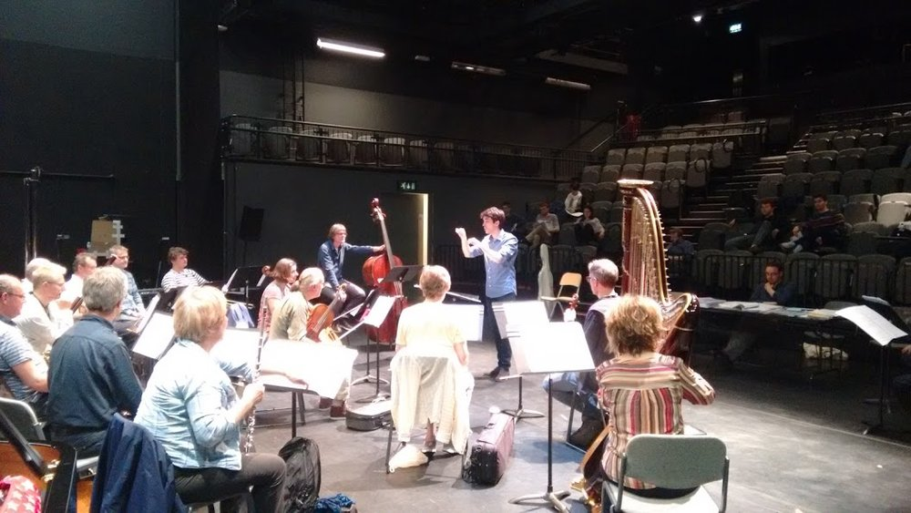 Dirigiendo a la London Sinfonietta (London Sinfonietta Academy 2016)