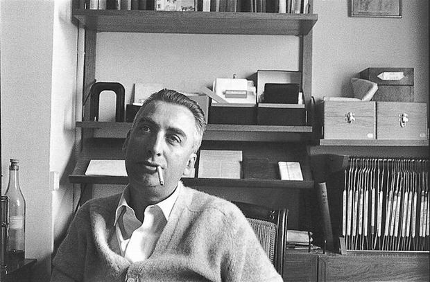 Understanding Charles De Gaulle with Roland Barthes - This article is in French. It was written under the supervision of Professor Antoine Compagnon, teaching at Columbia University and at the Collège de France. It investigates the political critique of Roland Barthes towards Charles de Gaulle's policies. It further reflects on the legacy of the former president on French politics.