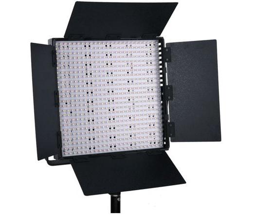 1 db Nanguang CN-600HS - 600 db magasan konfigurált LED, 5600K színhőmérséklet, high end és professzionális stúdióvilágítás.Válogatott, villódzásmentes, magas fényességű LED-ek, magas CRI 95, 5600K stabil színhőmérsékletSzabályozható fényerőMegvilágítás 1m-ről: 4490 luxSzínhőmérséklet min./állandó: 3200 KSzínhőmérséklet max.: 5600 K