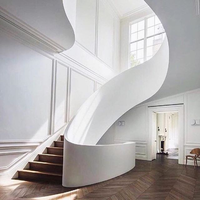 This stunning staircase has been making it's way around IG from @summerthorntondesign to @elledecor and beyond.  It fits nicely with my blank slate January theme so I thought I may as well jump on the bandwagon.  It's STUNNING though, right?? And those floors.  Design: @stevenharrisarchitects 📸: @scottfrancesphoto • • • #interiordesign #interiors #realestate #chicago #architecture #coldwellbanker #wanderlust #gooutside #hgtv #hinsdale #chicagotohinsdale
