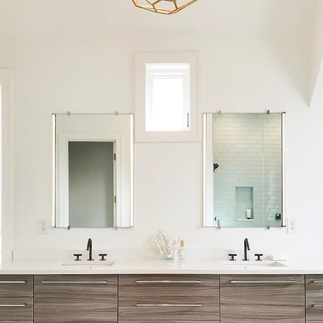 Minimal but beautiful bath, using one of my favorite faucets by @kohlerco • • • #interiordesign #interiors #realestate #chicago #hinsdale #chicagotohinsdale #citytosuburbs #coldwellbanker #vsco #househunting #newconstruction #spring