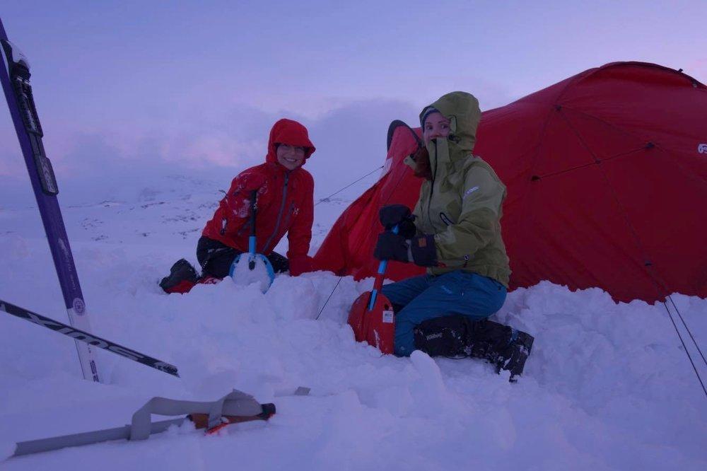 Med stormmatter blir det en del ekstra arbeid i forbindelse med oppsett av telt, men også mye mer trygghet gjennom natta, særlig om det blåser! Foto: Iselin Spernes