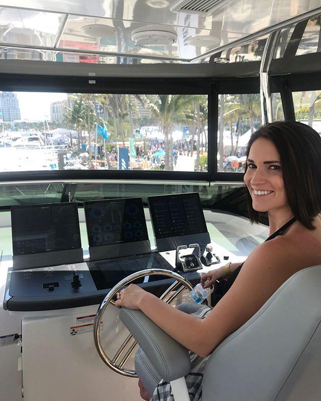 Thank you @hatterasyacht for our Sunday Funday! ⚓️🛥 #sunday #palmbeachboatshow