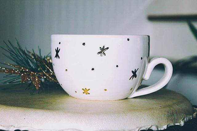 Shop update is live!! |link in bio| with free shipping 😉 check it out #lattemug #christmas #snowflake #gold