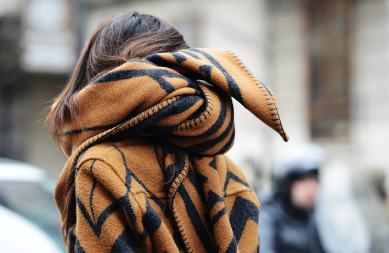 louis-vuitton-blanket-scarf-milan-fashion-week-street-style-2013