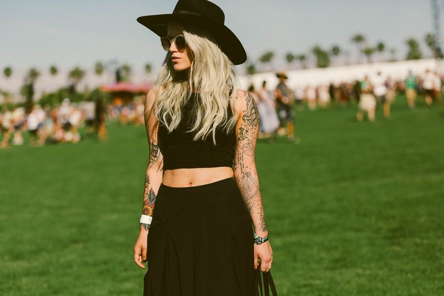 Who says you can't wear all-black looks in the desert?
