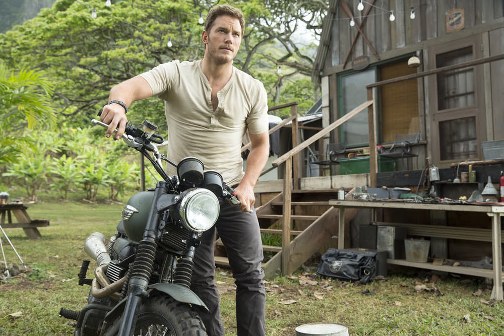 Chris-Pratt-Tight-T-Shirt-Jurassic-World-GIFs.jpg